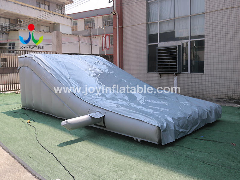 Inflatable Sloped Ramp AirBag For Stunt Mountain Bike Video