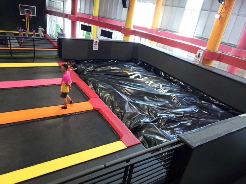 inflatable  foam pit air bag in Trampoline park